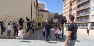 180 xiquets i xiquetes participen en l'Escola de Pasqua de Nules sota el lema 'Un, dos, tres conillet amagat'