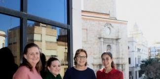 Borriana rep la corona de Nadal de l'Associació AFDEM que ha repartit 501 realitzades a mà