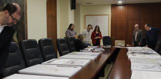 Borriana obri els sobres amb les propostes de les 14 empreses que opten al concurs d'idees per a l'adequació del centre urbà