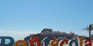 Les lletres XL del Passeig Marítim de Peníscola tornen renovades al seu lloc